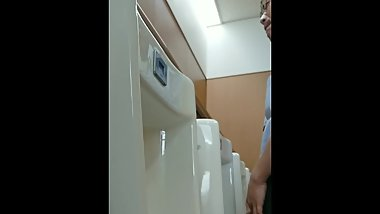 japanese dude pissing
