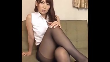 JAPANESE BABE IN PANTYHOSE AND MINI SKIRT