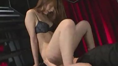 Japanese girl has her first facesit experience (censored)