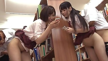 Japanese schoolgirl do not notice even if she was inserted 2