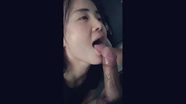 Hot asian japanese gf gives a quick deepthroat